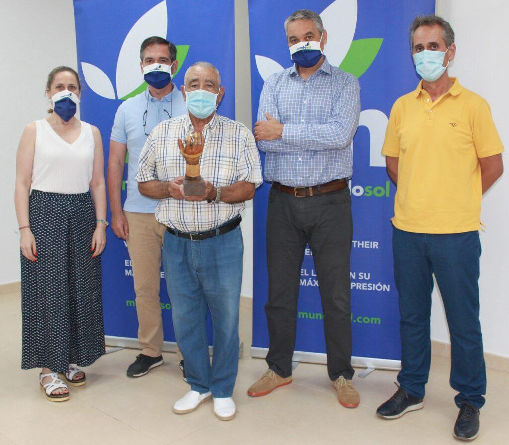 Ramón Aracil accompanied by Maite Pujante, Juan Francisco Pujante, Antonio Pujante and José Manuel Pujante, owners of Mundosol Quality